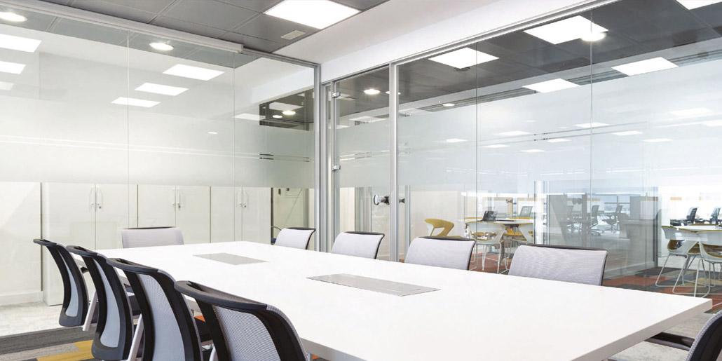 Aluminios Eibar / Travaux de division des bureaux: système linéal